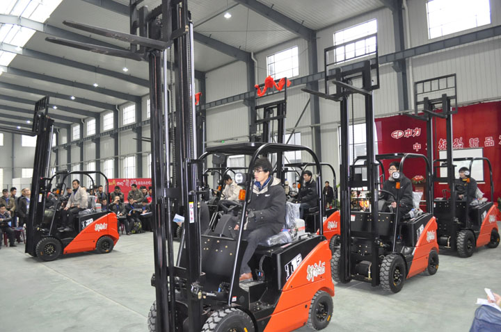 Innovation, EP launches J Fine Electric forklift